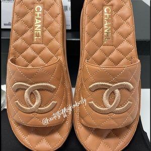 CHANEL New 21S Marron Caramel Leather Slides 38
